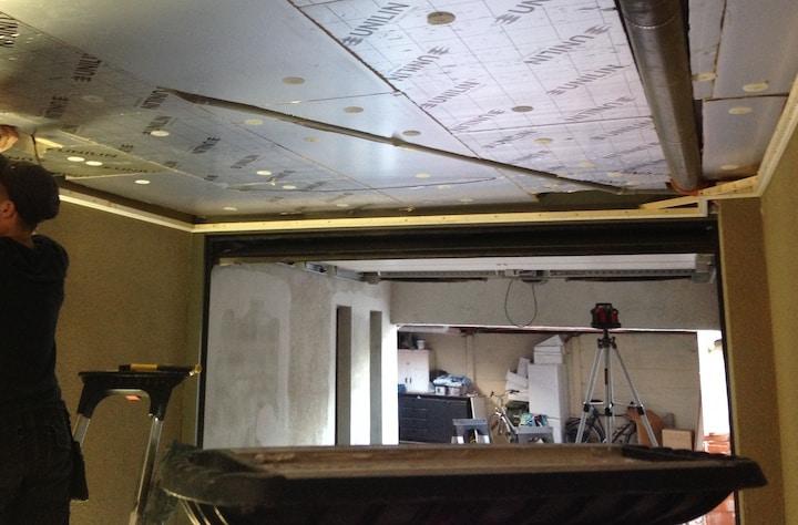 Isoleren Garage Kosten : Isolatie van de muren van de garage met zijn handen