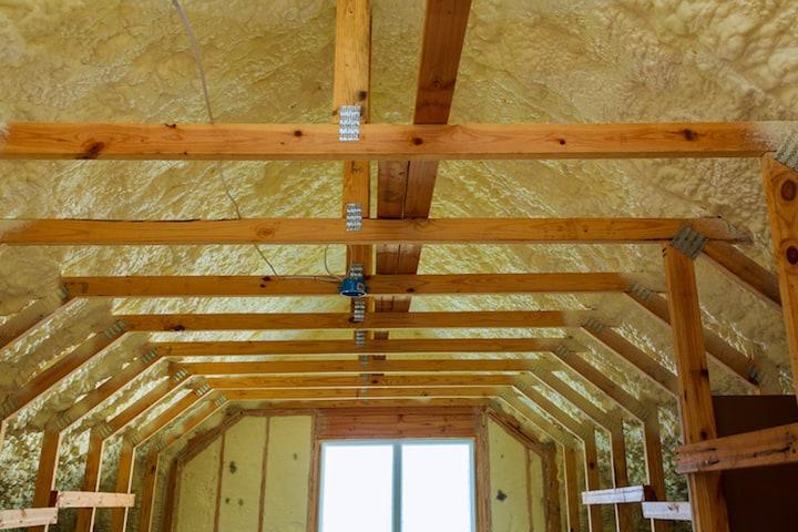 Spuitisolatie voor het dak