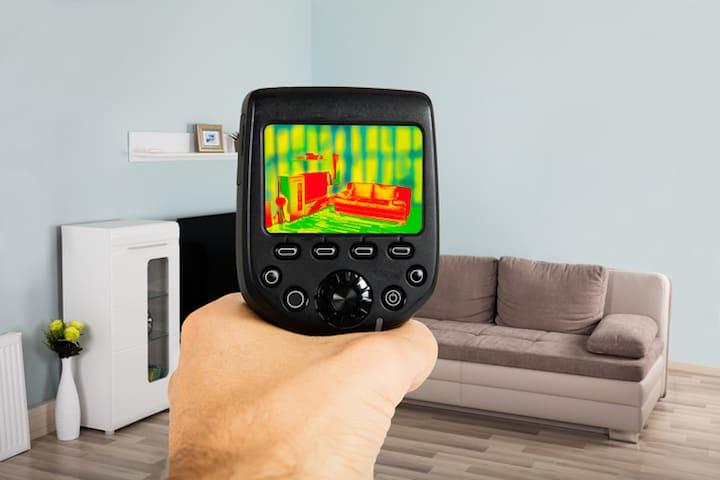 Thermische Camera om te kijken of de binnenmuurisolatie goed uitgevoerd is