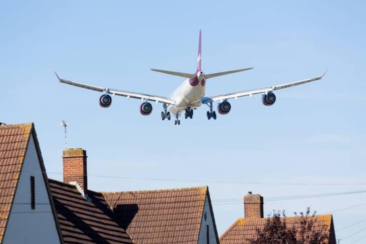 Geluidsisolatie voorzien bij een drukke baan, luchthaven of spoorweg