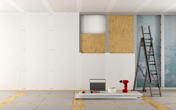 Voorzetwand voorzien tijdens de renovatie om de binnenmuren te isoleren